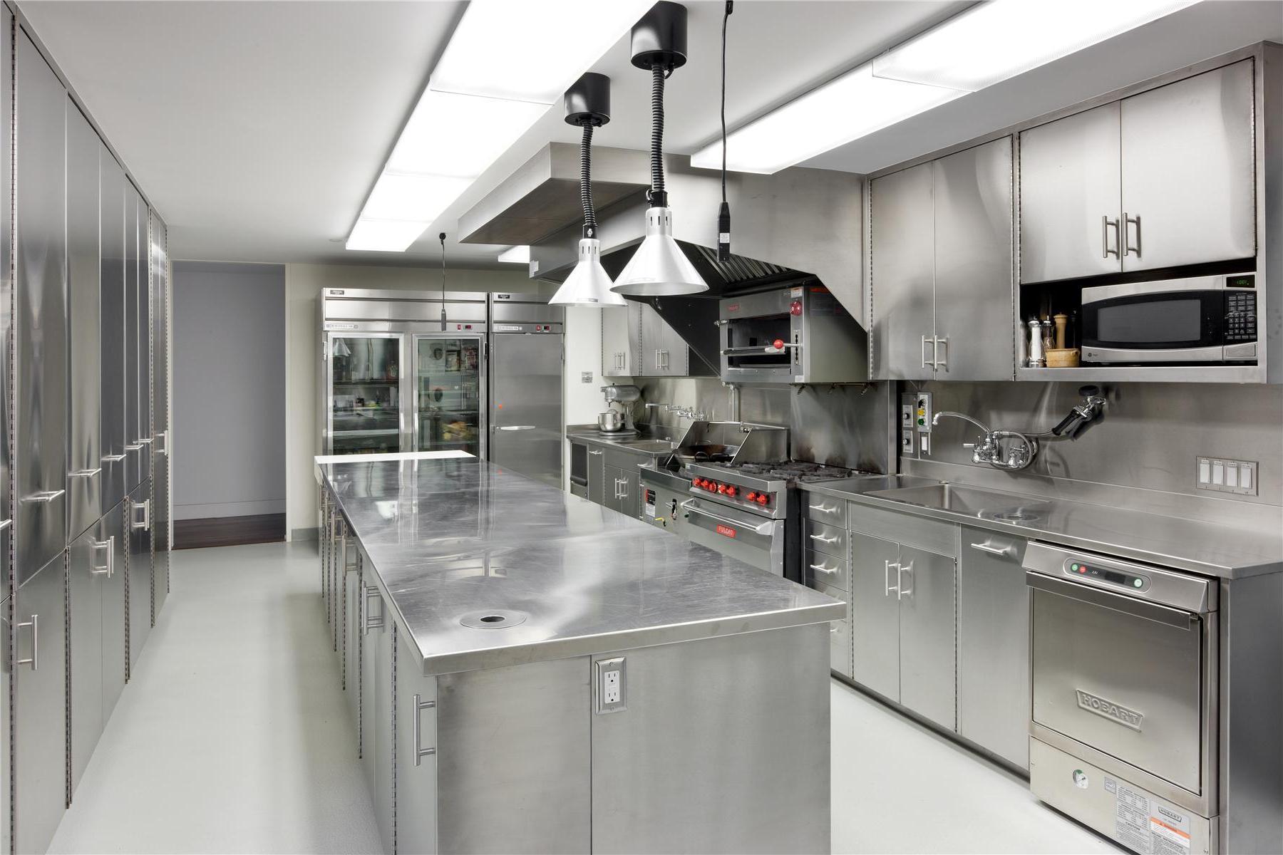 Кухня ресторана фото